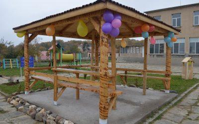 Първата класна стая на открито в село Железино