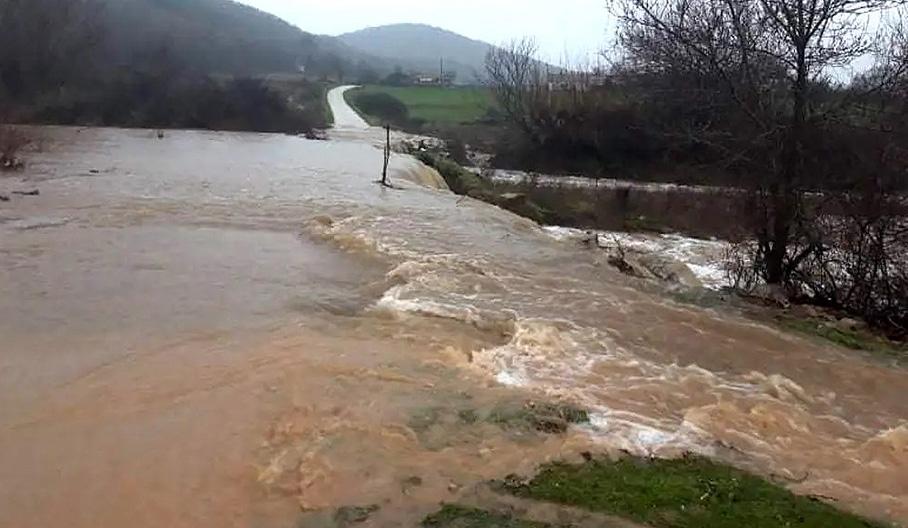 Проливните дъждове наводниха няколко пътя в общината Ивайловград